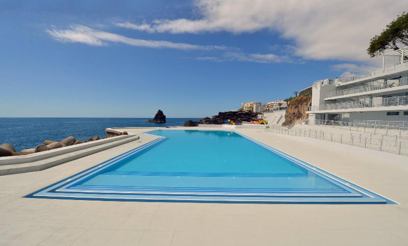 Free 5 entrance from the owner!!! Just renovated the beach Lido. 7 minutes walking distance.