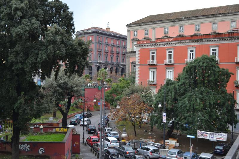 Contesto del palazzo -vista del Museo Archeologico-.