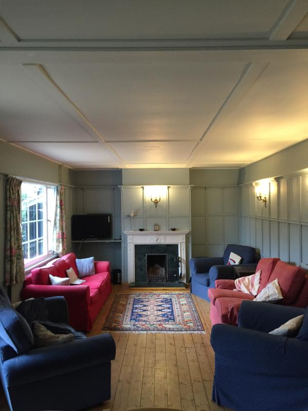The cosy front room, with space for all, from the other end