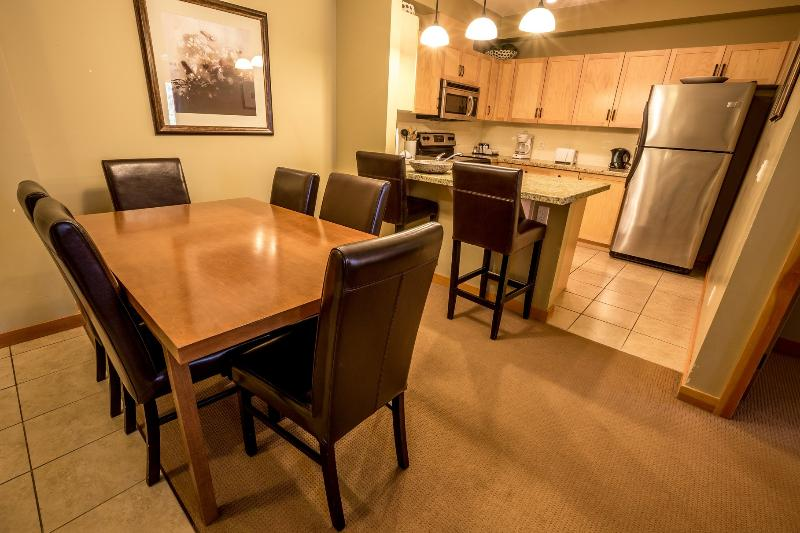 Wonderful, spacious dining and kitchen area