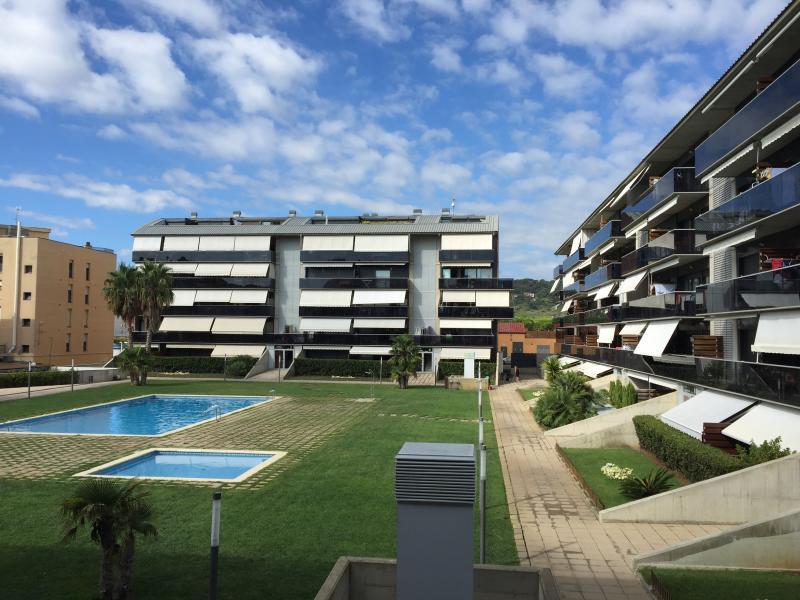 COSTA BRAVA CERCA DEL MAR CON PISCINA Y TERRAZA (WIFI,ASCENSOR,PARKING), vacation rental in Sant Antoni de Calonge
