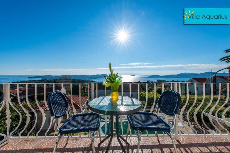 Villa Aquarius - Apartment 2 mit Balkon, holiday rental in Orasac