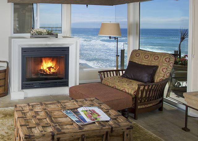 Master bedroom that is oceanfront in this spectacular two bedroom villa., vacation rental in Laguna Beach