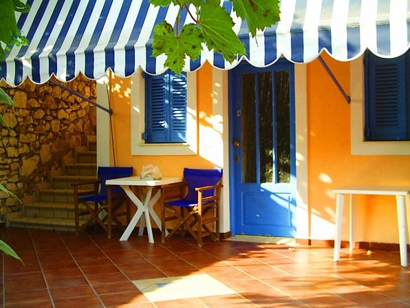 MARIA STUDIOS with pool,CEFALONIA,no car rental necessary, aluguéis de temporada em Agia Efimia