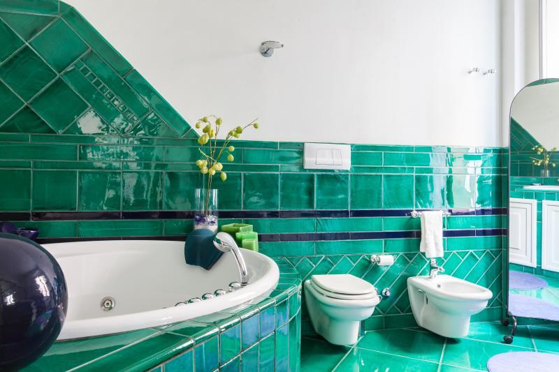 Bathroom n. 1