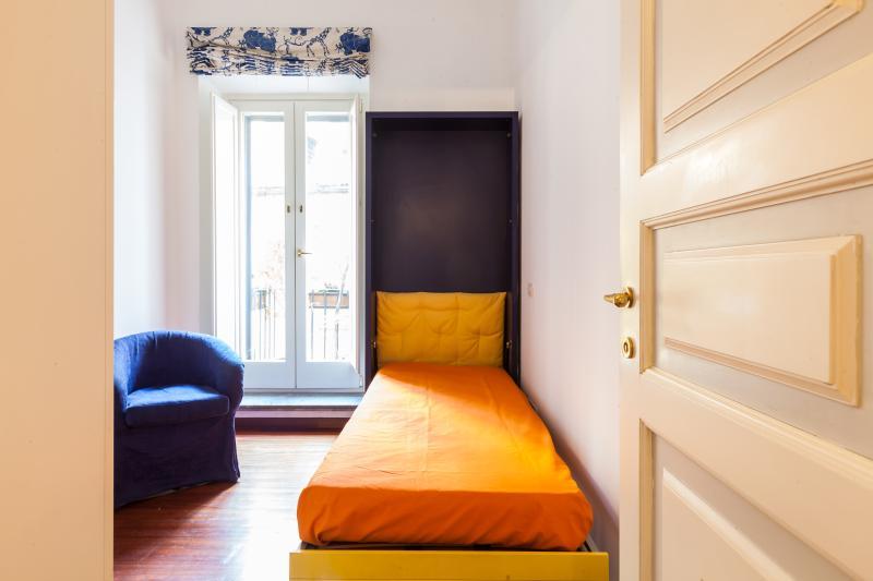 sinlge bed-room