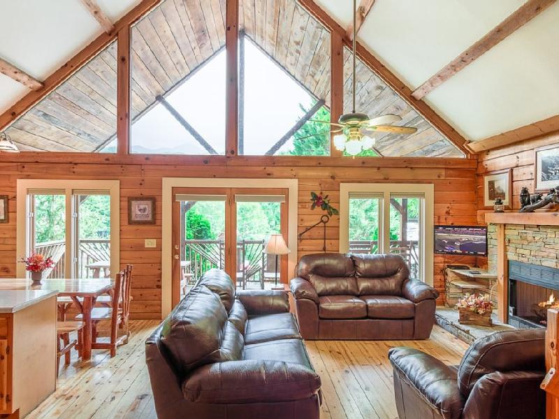 'THE SUMMIT!' 4 KING BEDS, PET FRIENDLY, MOUNTAIN VIEWS!  *100 5 Star Reviews!*, vacation rental in Gatlinburg