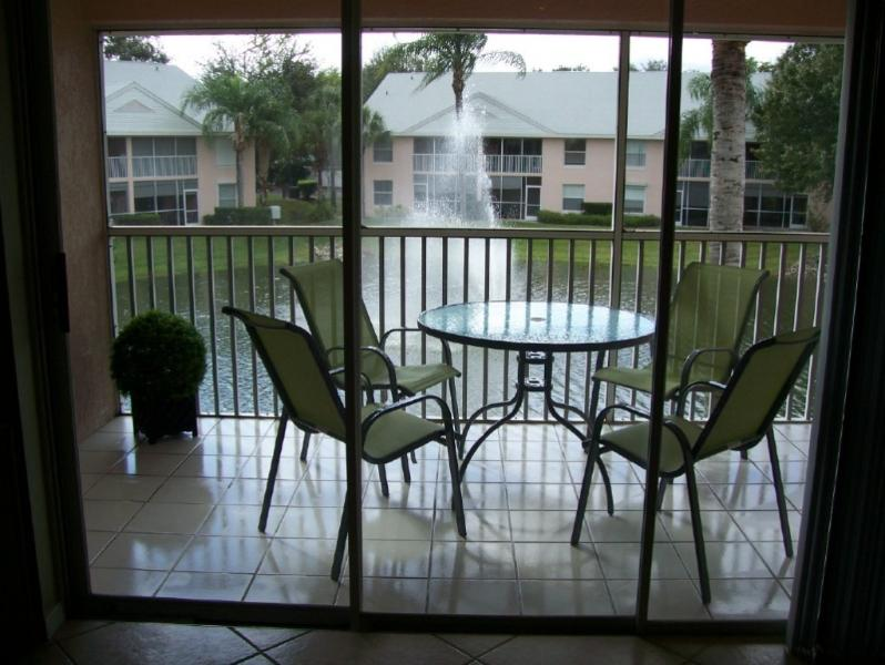 SCREENED LANAI WITH FOUNTAIN THAT LIGHTS UP AT NIGHT! 3 MILES TO NAPLES BEACH.    3 BEDROOM CONDO.