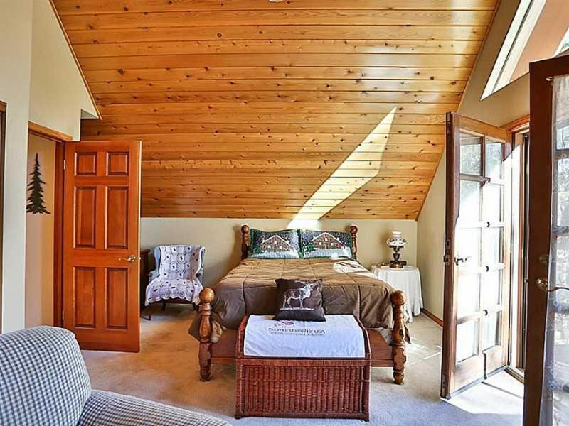 CEDAR CREEK CABIN 5 STAR GUEST REVIEWS! GREAT LOCATION! GREAT PRICES!, alquiler de vacaciones en Big Bear City