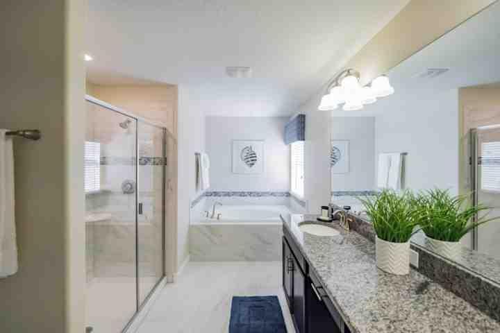 Rei Suite Bath w / Garden Tub & caminhada no chuveiro