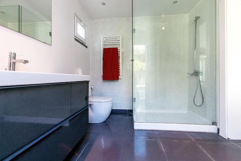 Twin Bedroom 1 Bathroom
