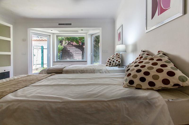 The Twin Bedroom 1