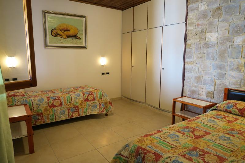 The children room with 2 single beds.