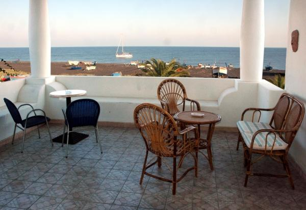 Hotel in spiaggia ab 313, (camere de luxe), holiday rental in Ginostra