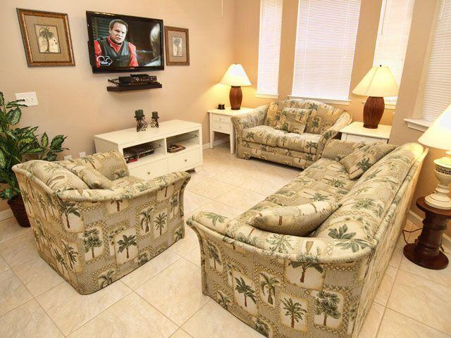 Living Room area with flat screen TV!