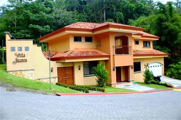 Large home with pool Punta Leona Beach Club, aluguéis de temporada em Tarcoles