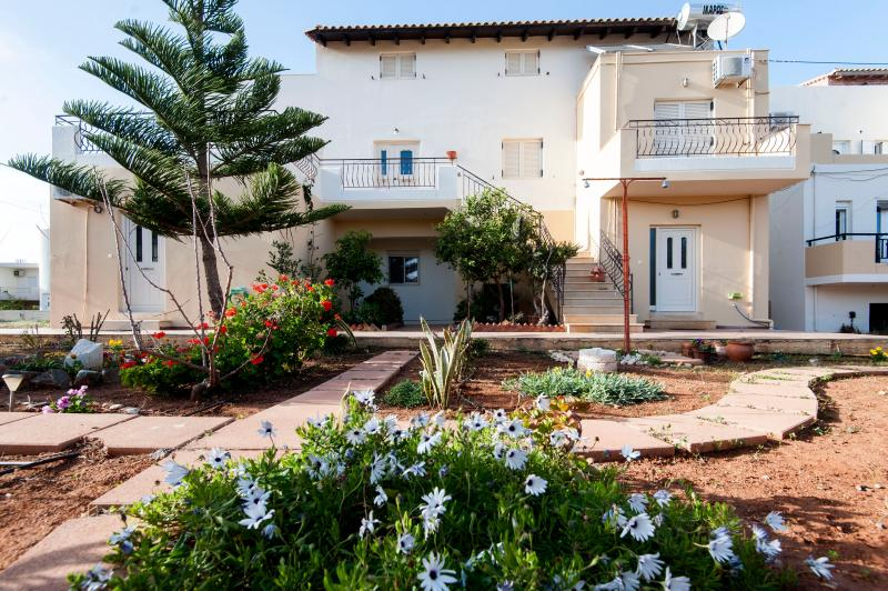 Casa Evriali, 100m From The Beach, vacation rental in Heraklion