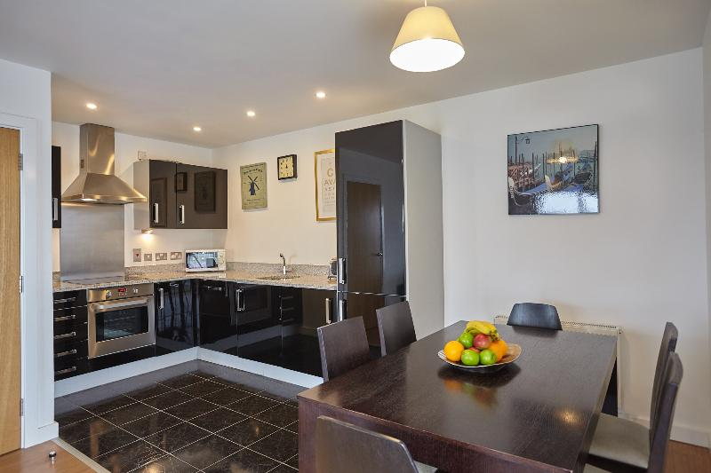 Stylish 3 bedroom flat with balcony in Greenwich Ref:0122, vacation rental in London