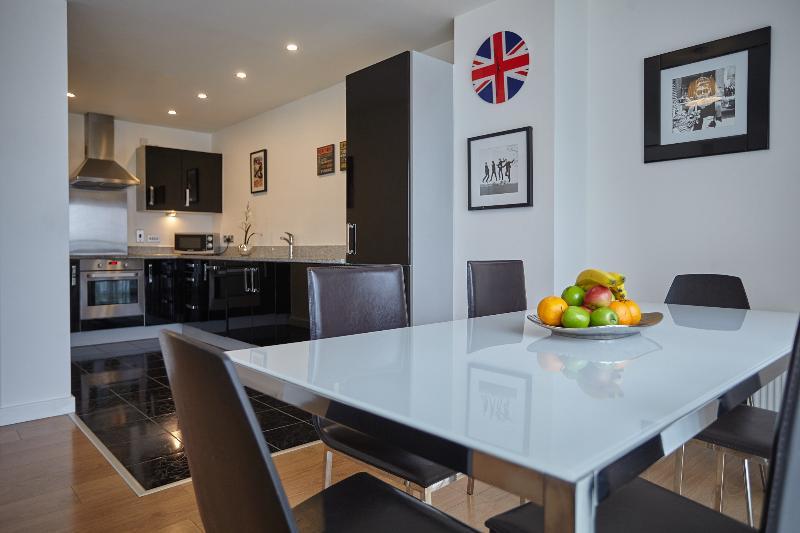 Modern three bedroom apartment Rer:0159, alquiler de vacaciones en Londres