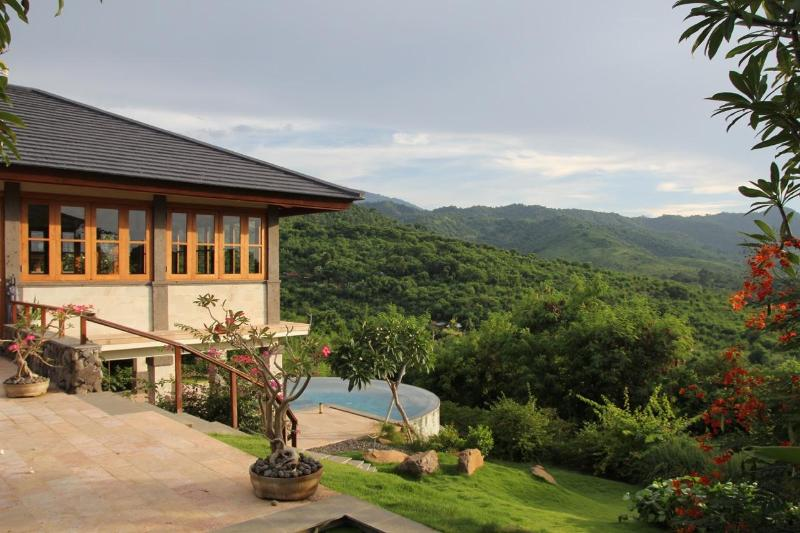 Villa Jullielele with views over the barat national park towards the vulcanos on Java