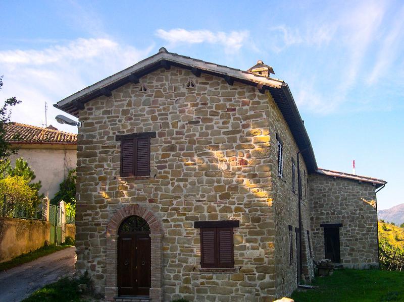 Casa Emanuela rental house Camerino, holiday rental in Valle E Castello