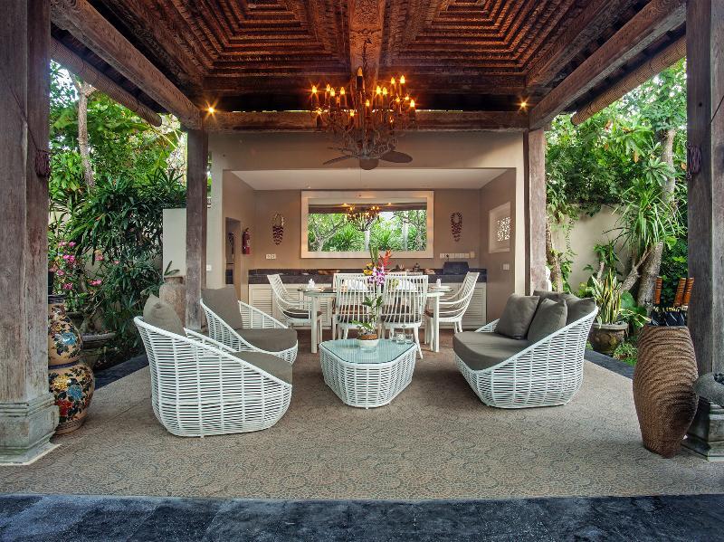 Avalon II - Living area