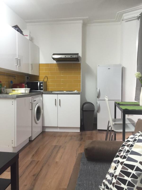 1 Bedroom Apartment, location de vacances à Ilford
