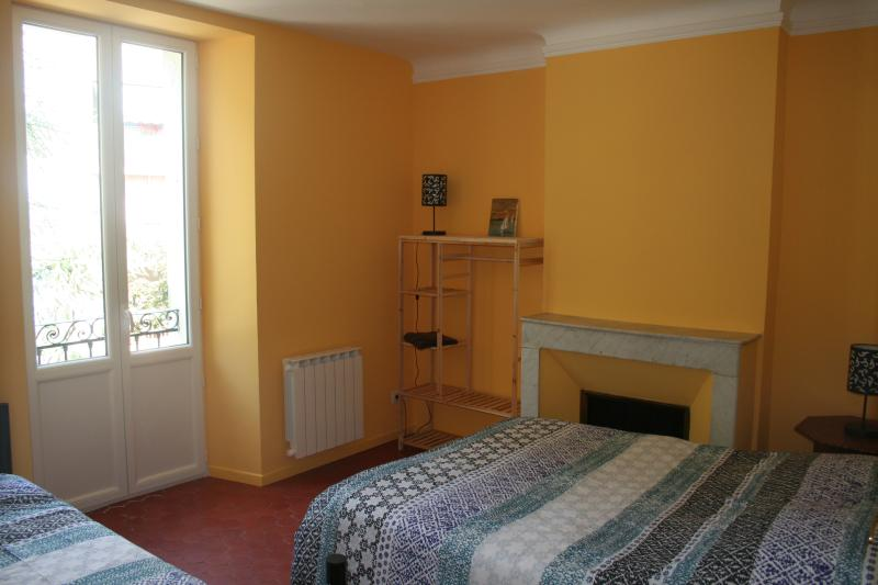 Le Caire bedroom (1 double + 1 single bed)