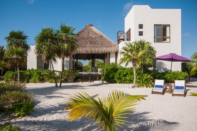 Secluded Beachfront Villa in Sian Ka'an, Tulum, vacation rental in Punta Allen