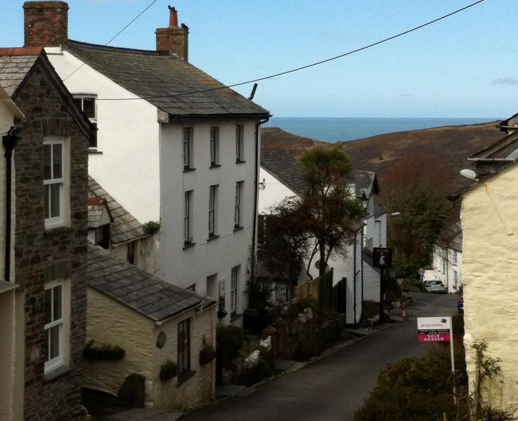 Hildene House, 18th Century Grade II Listed Property in High Street Boscastle