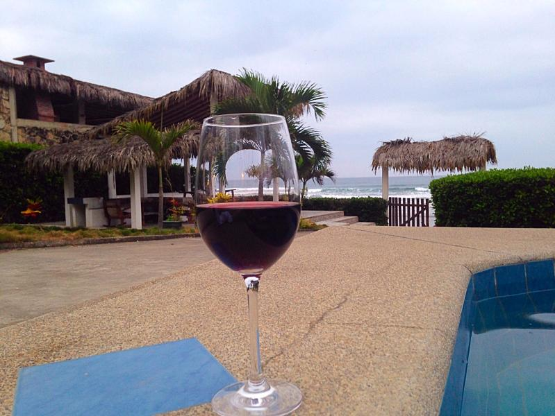 Wine on the Jacuzzi watching the Sea