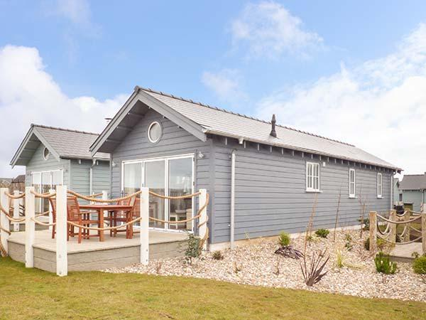 Sea breeze pet friendly coastal cottage on the bay - Pet friendly cottages with swimming pool ...