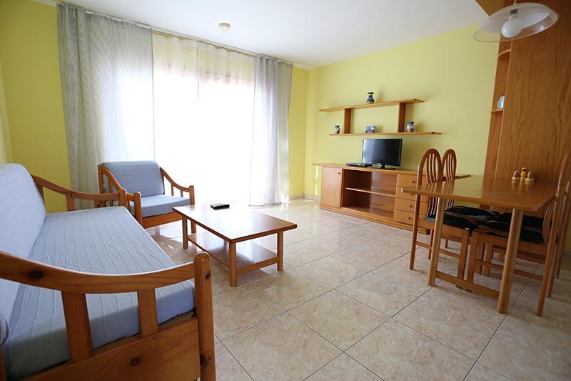Ευρύχωρο σαλόνι με καναπέ-κρεβάτι