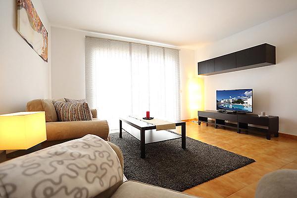 Geräumiges Wohnzimmer mit Sofa / Bett
