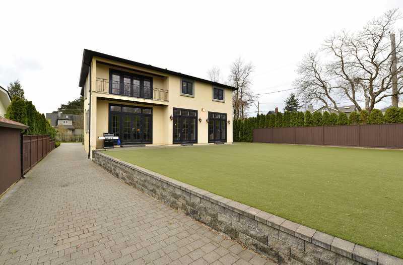 Large and spacious backyard.