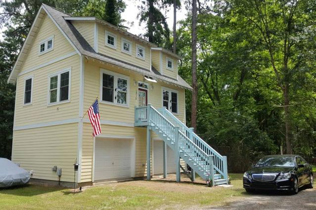 2 Bedroom 35ft Ceilings With Loft & Pet Friendly!!, vacation rental in Wilmington