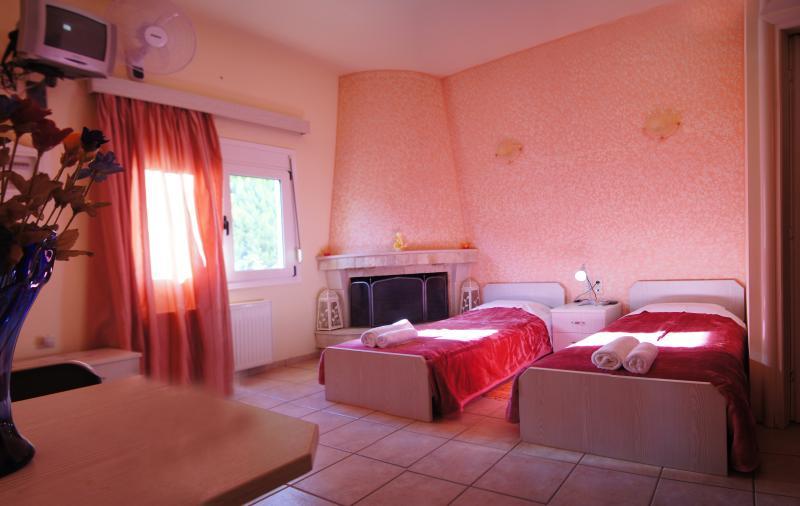FILOXENIA APARTMENTS, holiday rental in Peza