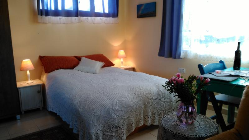 Gan Hapaamonim - Cosy suite in paradise garden, location de vacances à Or Akiva