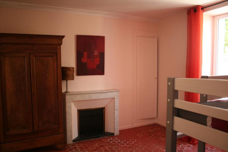 Nairobi bedroom (1 bunk-bed + 1 single bed)