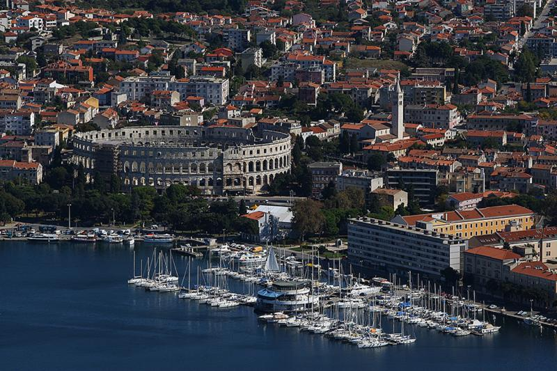 Port city of Pula with Arena! Only 5 km