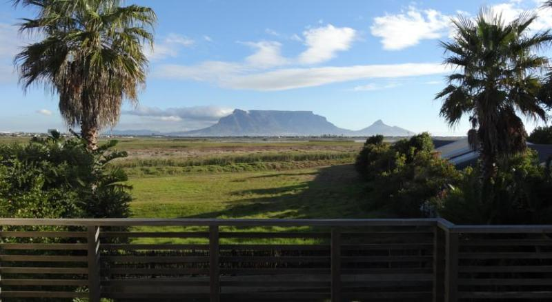 Bergh View Guest House - self catering apartment, vacation rental in Table View