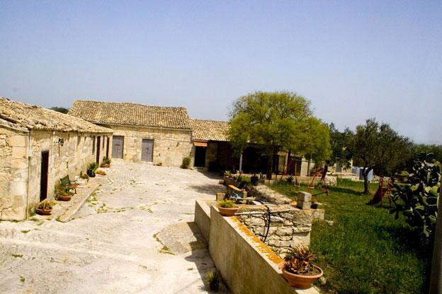 antica masseria del  900, ristrutturata e pronta ad ospitarvi in un clima rilassante e bucolico