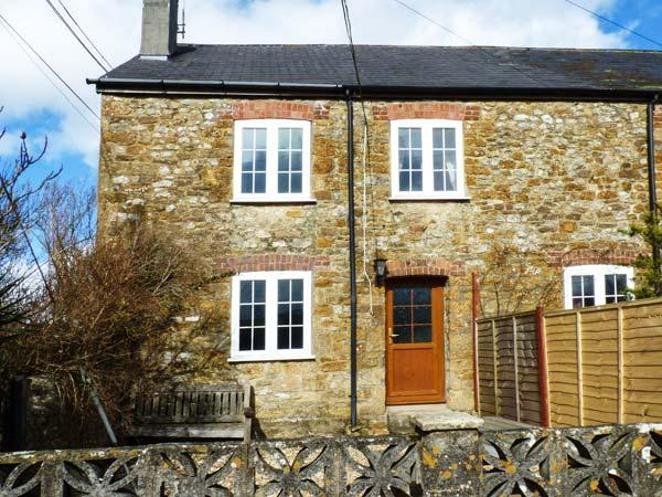 CRABBS BLUNTSHAY COTTAGE, pet-friendly, character holiday cottage, with a, location de vacances à Morcombelake