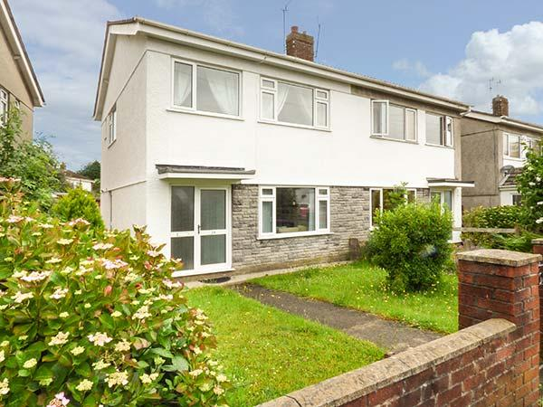28 PENNARD DRIVE, one mile from the beach, lawned garden, WiFi, Swansea, Ref, vacation rental in Parkmill