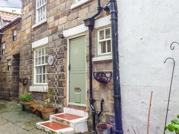 BULMERS COTTAGE, open plan, pet-friendly,multi-fuel stove, in Staithes, Ref, vacation rental in Staithes
