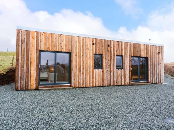 THE CABIN * SEAVIEW, log cabin, all ground floor, multi-fuel stove, parking, Ferienwohnung in Dunvegan