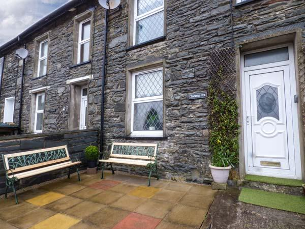 7  DOLYDD TERRACE, mid-terrace, open fire, close to walks, cycle tracks, WiFi, Ferienwohnung in Blaenau Ffestiniog