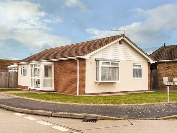 ECHO BEACH spacious, detached bungalow, village loaction, WiFi, beach nearby in, casa vacanza a Whitstable