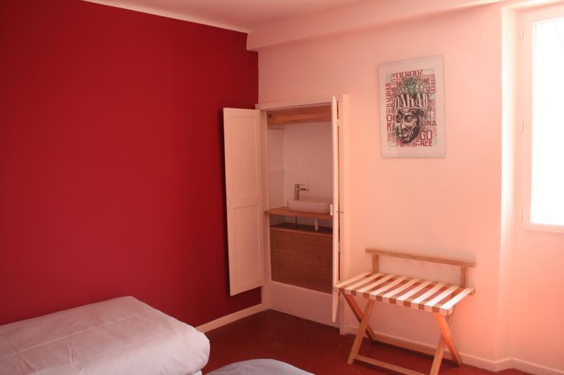 Dakar bedroom, twin beds