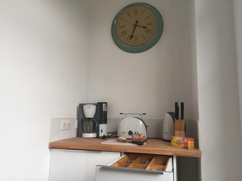 Well equipped modern kitchen - Breakfat Bar.